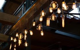 V posledných rokoch, môžete vidieť Edison dekoračné žiarovky kdekoľvek, v kaviarnach, baroch, jedálenských reštaurácií, v butikoch, atď.
